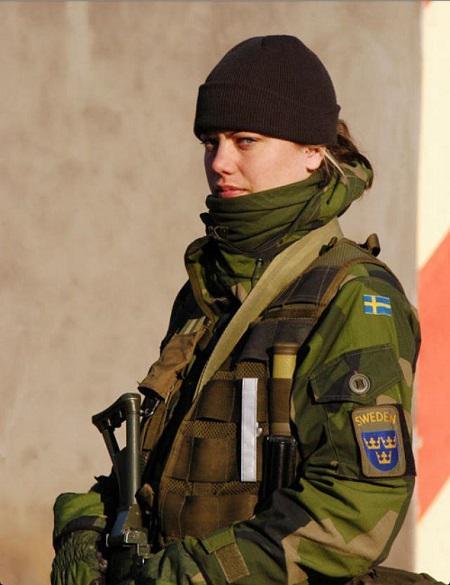 Военнослужащая шведской армии.