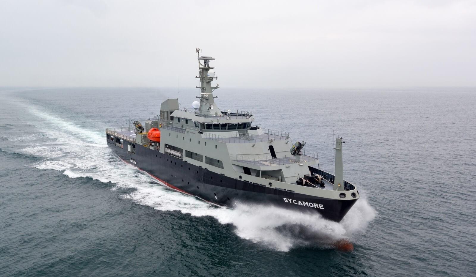 Построенный группой Damen Shipyards Group для министерства обороны Австралии многоцелевой авианесущий учебный корабль (Multi-role Aviation Training Vessel - MATV) Sycamore на испытаниях (.