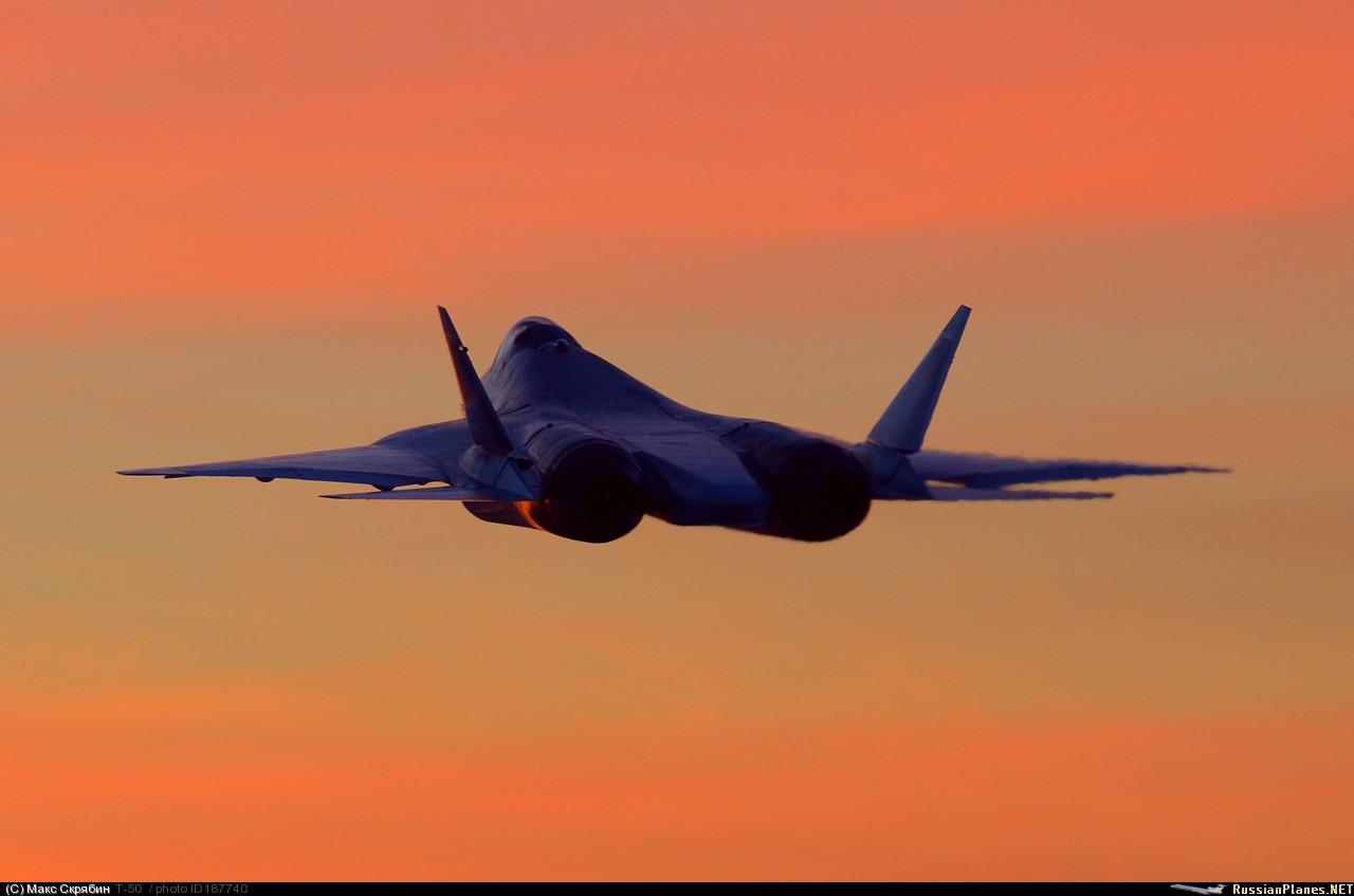 """Пятый летный опытный образец ПАК ФА самолет Т-50-5Р (бортовой номер """"055""""). Снимок, предположительно, сделан во время вылета из Комсомольска-на-Амуре в Новосибирск, ноябрь 2015 года."""