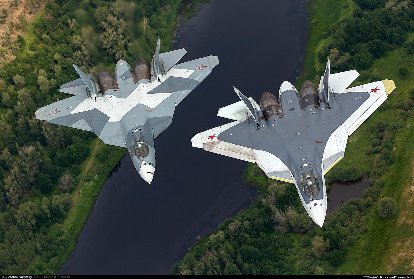 Два летных опытных образца истребителя пятого поколения Т-50 (ПАК ФА). Июль 2016 года.