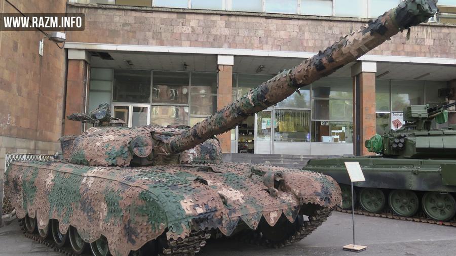 Камуфляжная сеть производства армяно-польской компании «Любава-Армения» на танке Т-72 в экспозиции выставки ArmHiTec-2016 в Ереване.