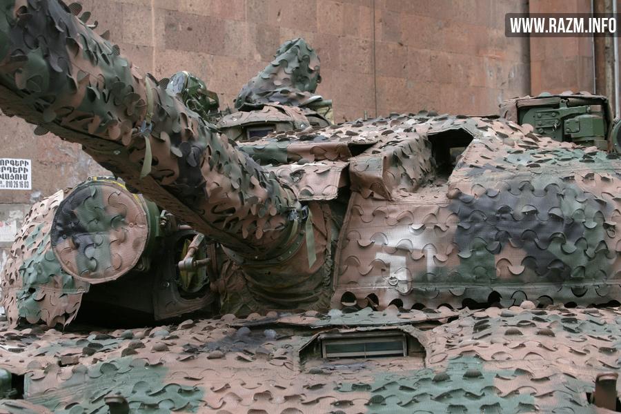 Камуфляжная сеть производства армяно-польской компании «Любава-Армения» на танке Т-72 в экспозиции выставки ArmHiTec-2016 в Ереване. Сеть полностью покрывает поверхность танка.