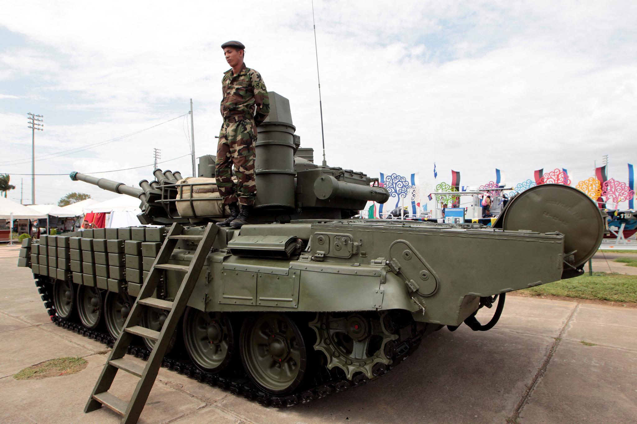 Поставленный из России модернизированный танк Т-72М1 сухопутных войск Никарагуа. Манагуа, 17.08.2016.