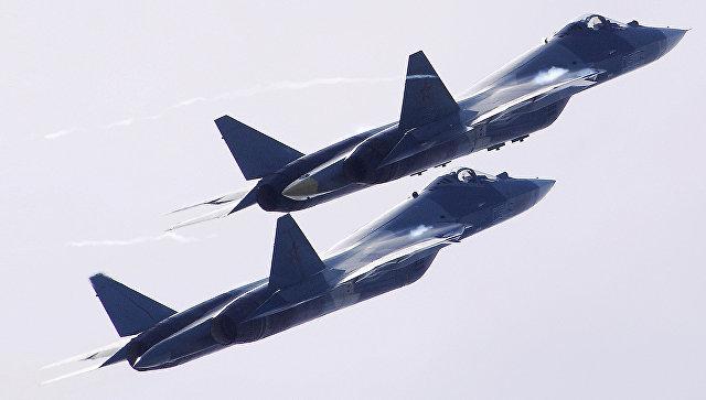 Российские многофункциональные истребители пятого поколения Т-50 на Международном авиационно-космическом салоне МАКС-2017.