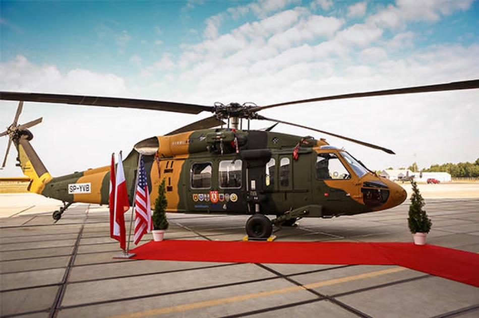 Первый построенный для Турции вертолет Т70 (Sikorsky S-70i International Black Hawk, серийный номер 037, временная польская регистрация SP-YVB). Мелец (Польша), 22.06.2016.
