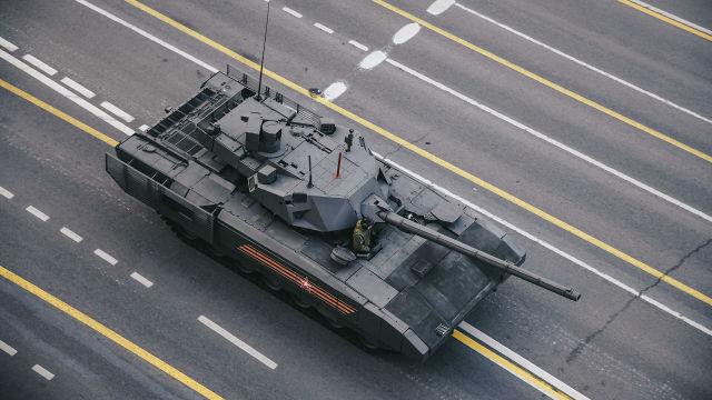 """Танк Т-14 """"Армата"""" перед началом репетиции военного парада, посвященного 74-й годовщине Победы в Великой Отечественной войне"""