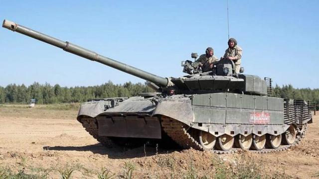 Танк Т-80БВМ на полигоне Алабино