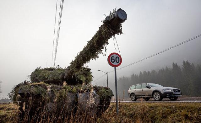 Танк вовремя учений НАТО «Единый трезубец», вкоторых участвовали ишведские военные