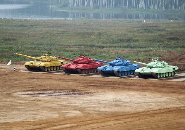 Соревнования по танковому биатлону.
