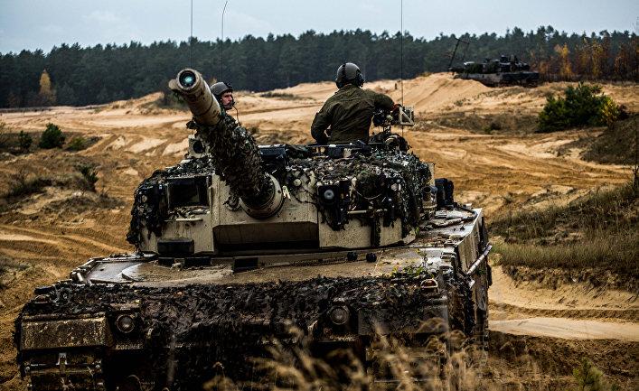"""Норвежскией танк """"Леопард"""" во время военных учений в Литве."""