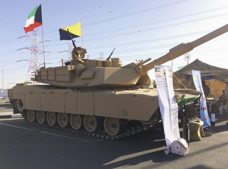 Танк M1A2 армии Кувейта в экспозиции выставки Gulf Defense and Aerospace Show в Кувейте, декабрь 2017 года.