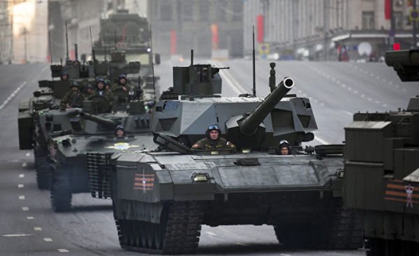 """Танк Т-14 """"Армата"""" во время репетиции парада в честь победы в Великой отечественной войне в Москве"""
