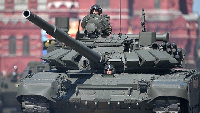 Танк Т-72Б3 на военном параде, посвященном 73-й годовщине Победы в ВОВ. Архивное фото.