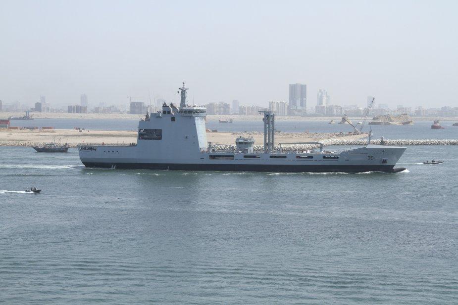 Построенный в Пакистане для пакистанского флота эскадренный танкер снабжения Moawin на заводских ходовых испытаниях, 31.03.2018.
