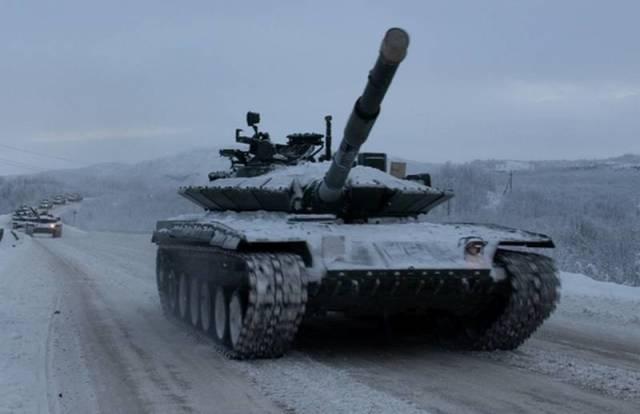 Танки Т-80БВМ из состава 200-й ОМБ СФ. Фото ноябрь 2019 года