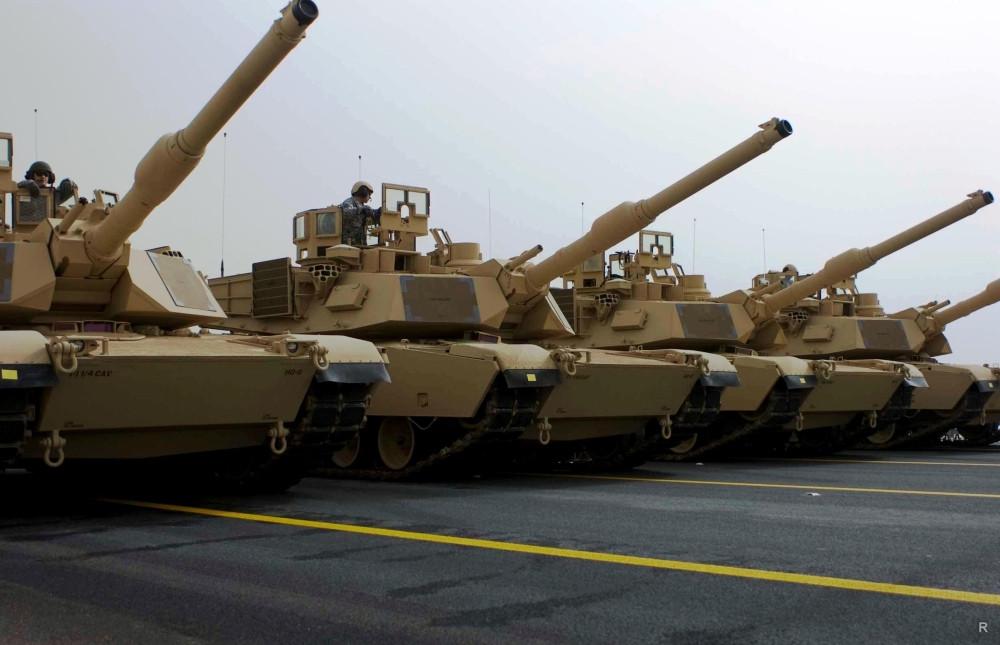 Танки М1А2 Abrams армии Кувейта на военном параде 21.02.2011.
