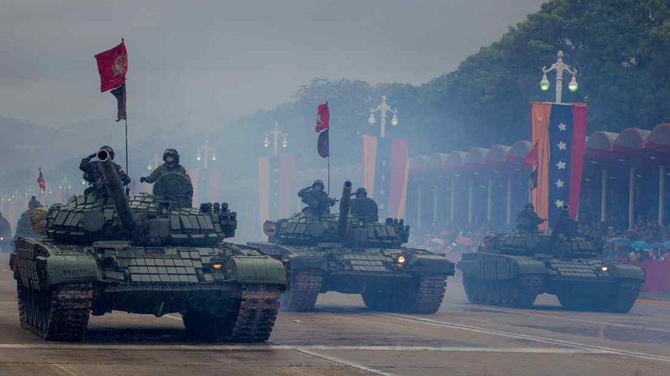 Танки Т-72Б1В венесуэльской армии на военном параде в честь Дня независимости Венесуэлы. Каракас, 05.07.2017 .