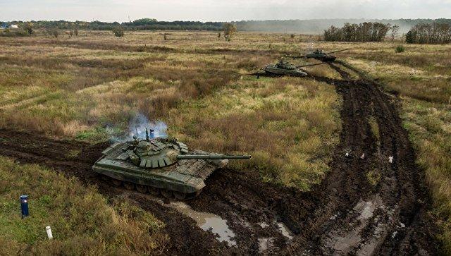 Танки Т-72Б3 во время полевых занятий танковых подразделений мотострелкового соединения Южного военного округа на полигоне Молькино в Краснодарском крае. Архивное фото.