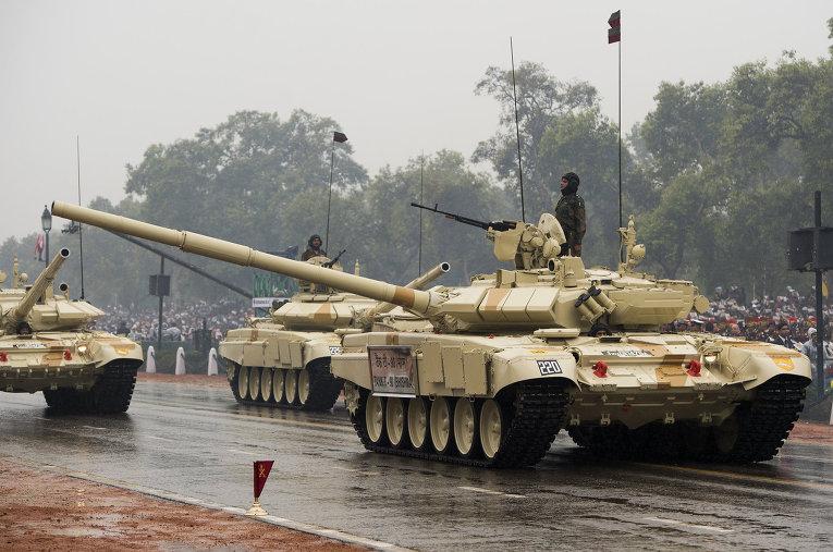Танки Т-90C индийской армии на параде в честь празднования Дня Республики в Индии, 2017 год.