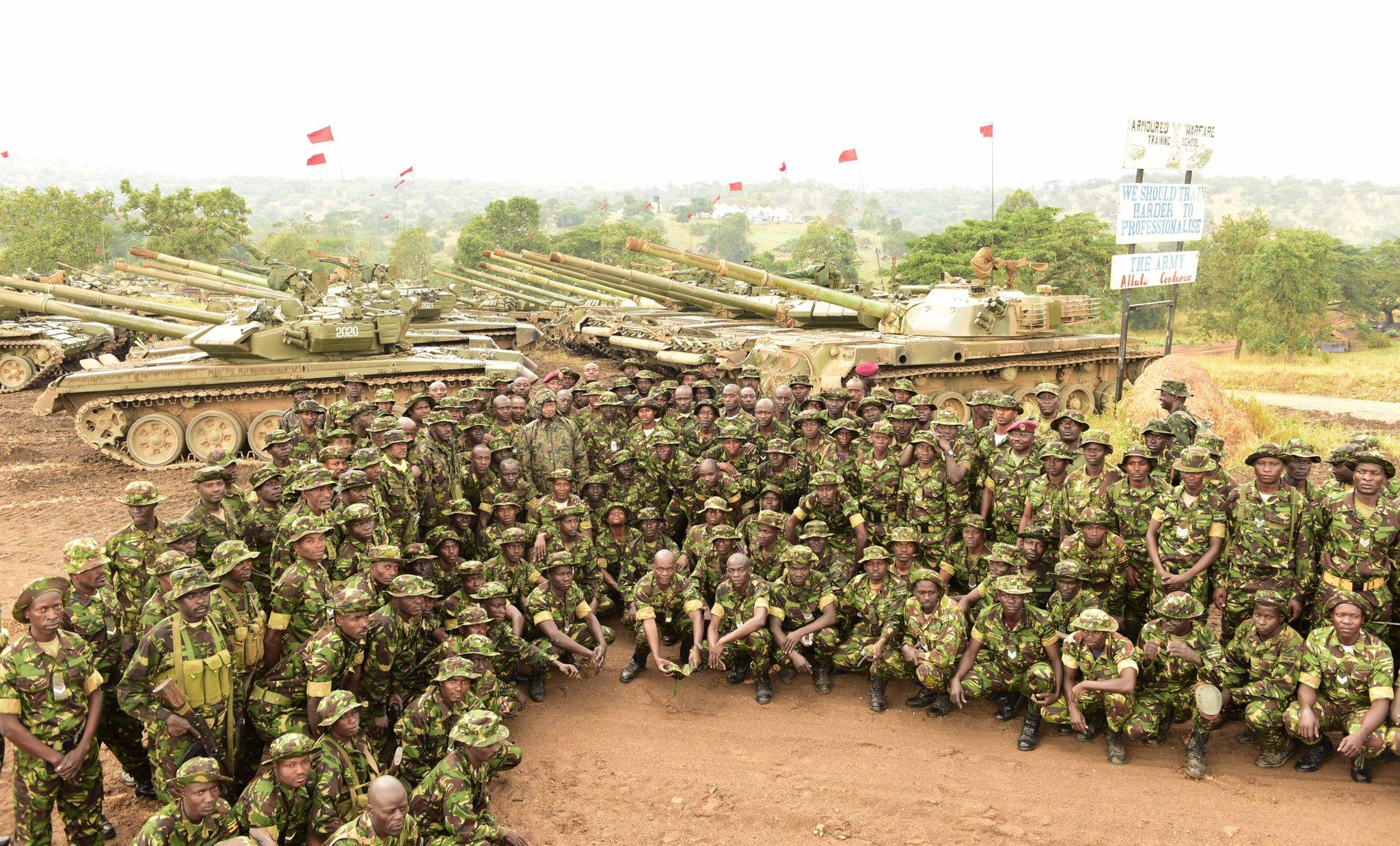 Танки Т-90С, Т-72Б и типа 85-IIM Народных сил обороны Уганды в Бронетанковой школе Калама. Кабамба, 23.07.2017