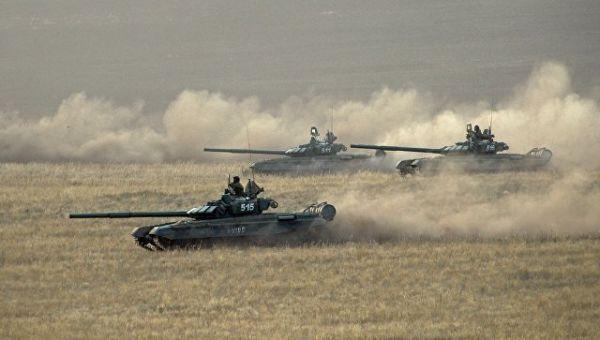 Танки вооруженных сил России на Донгузском полигоне в Оренбургской области