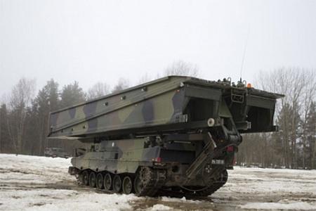 Танковый мостоукладчик Leopard 2L AVLB.