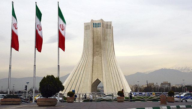 Башня Азади на площади в Тегеране. Архивное фото.