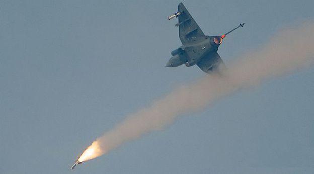 Испытания истребителя LCA Tejas (LSP-7) по боевому применению РВВ (ракета воздушного боя) Derby с завизуальной дальностью стрельбы.