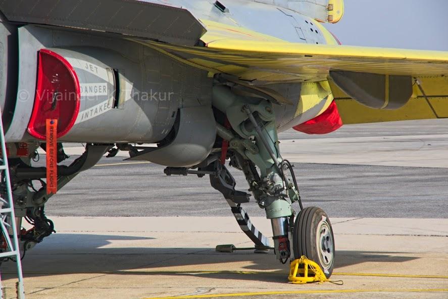 Шасси палубного варианта легкого истребителя Tejas (LCA Navy Mk-1 и Mk-2), необходимое для выполнения взлета с трамплина авианосца,.