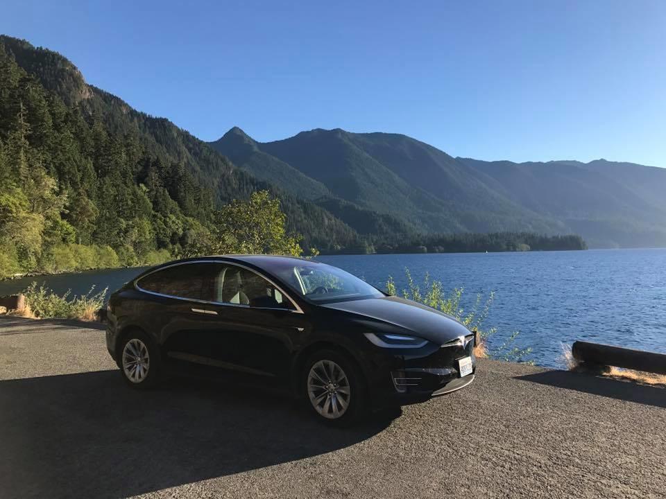 Езда по национальному парку Olympia в штате Вашингтон на Tesla Model X 60D.