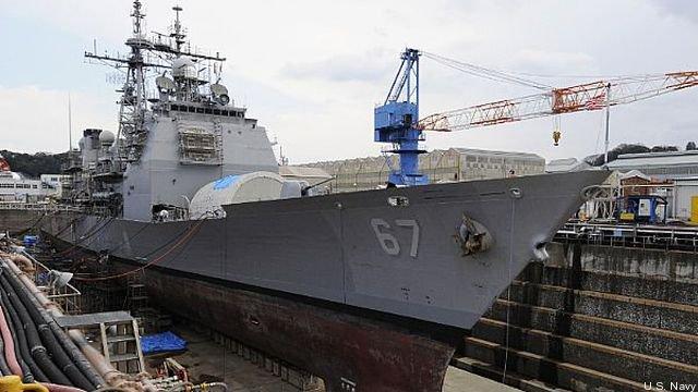Крейсер Shiloh класса Ticonderoga в сухом доке в Йокосуке, Япония.