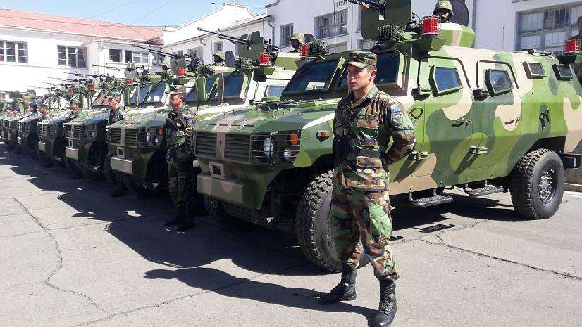 Церемония передачи министерству обороны Боливии в качестве помощи 31 китайской бронированной машины Tiger. Ла-Пас, 29.07.2016.