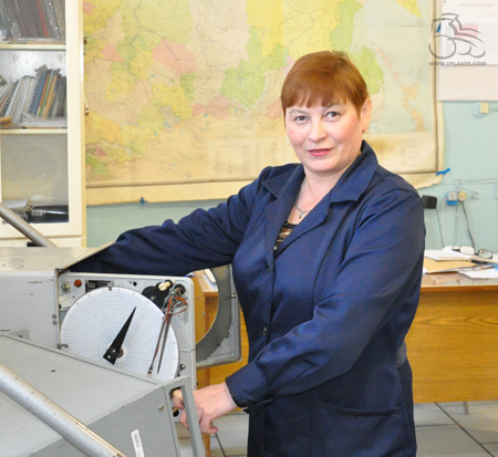 Слесарь контрольно-измерительных приборов и автоматики отдела главного металлурга Курганмашзавода Лариса Тимофеева.
