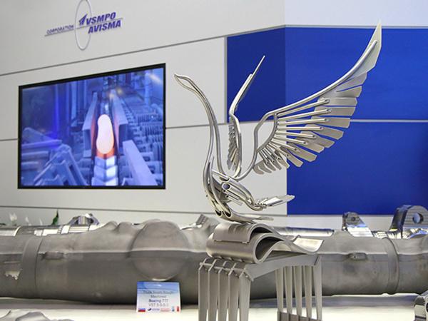 Скульптурная композиция «Титановый лебедь», изготовленная в ВСМПО-АВИСМА.