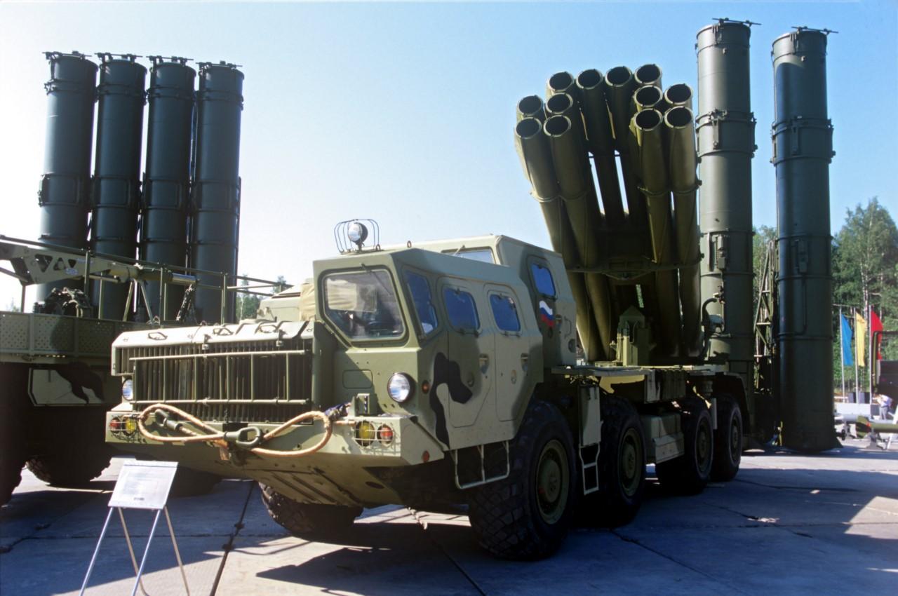 """Реактивная система залпового огня 9К515 """"Торнадо-C""""."""