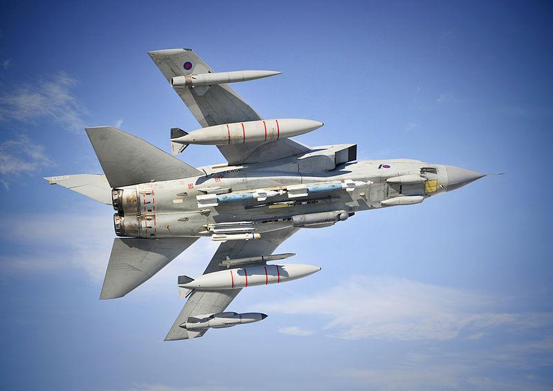 Истребитель-бомбардировщик Tornado GR4 ВВС Великобритании.