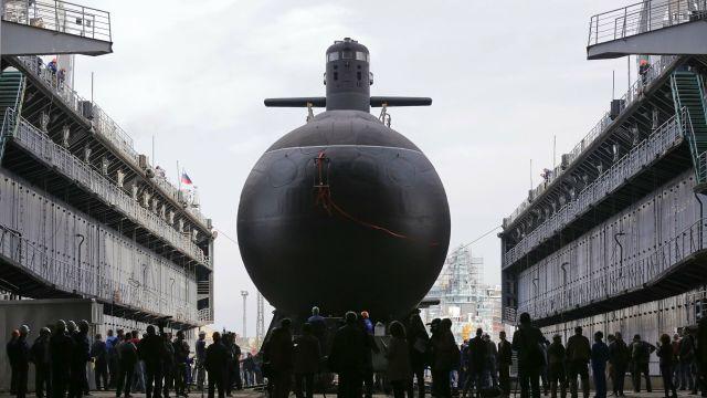 """Торжественная церемония спуска на воду дизель-электрической подводной лодки """"Кронштадт"""" проекта 677 """"Лада"""" на """"Адмиралтейских верфях"""" в Санкт-Петербурге. 20 сентября 2018 года"""