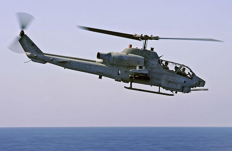 Вертолет AH-1W Cobra.