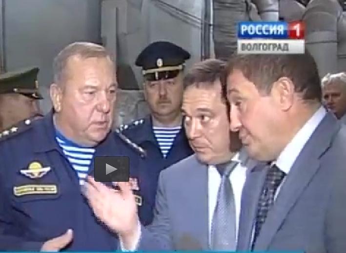 Владимир Шаманов и Андрей Бочаров в цехах завода.