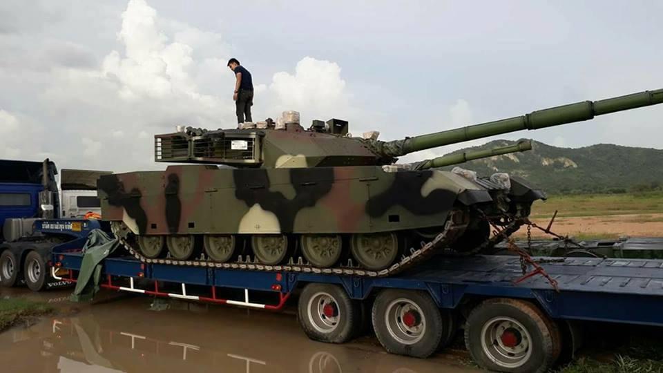 Транспортировка первой партии китайских танков VT4 (MBT-3000), поставленных в Таиланд. 09.10.2017.