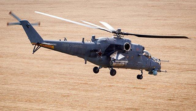 Транспортно-боевой вертолет Ми-35М во время учений. Архивное фото.