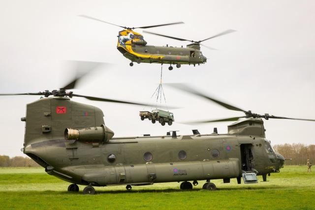 Транспортные вертолеты Boeing Chinook НС.6 ВВС Великобритании