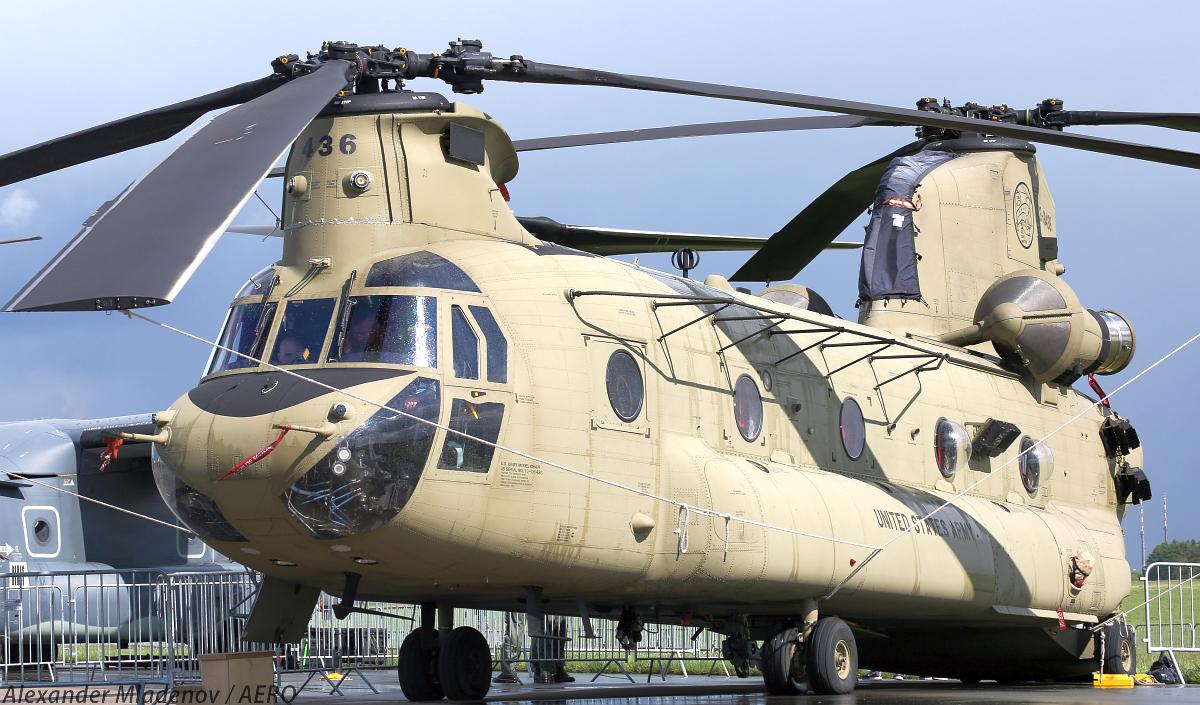 Транспортный вертолет Boeing СН-47F Chinook aрмейской авиации США.
