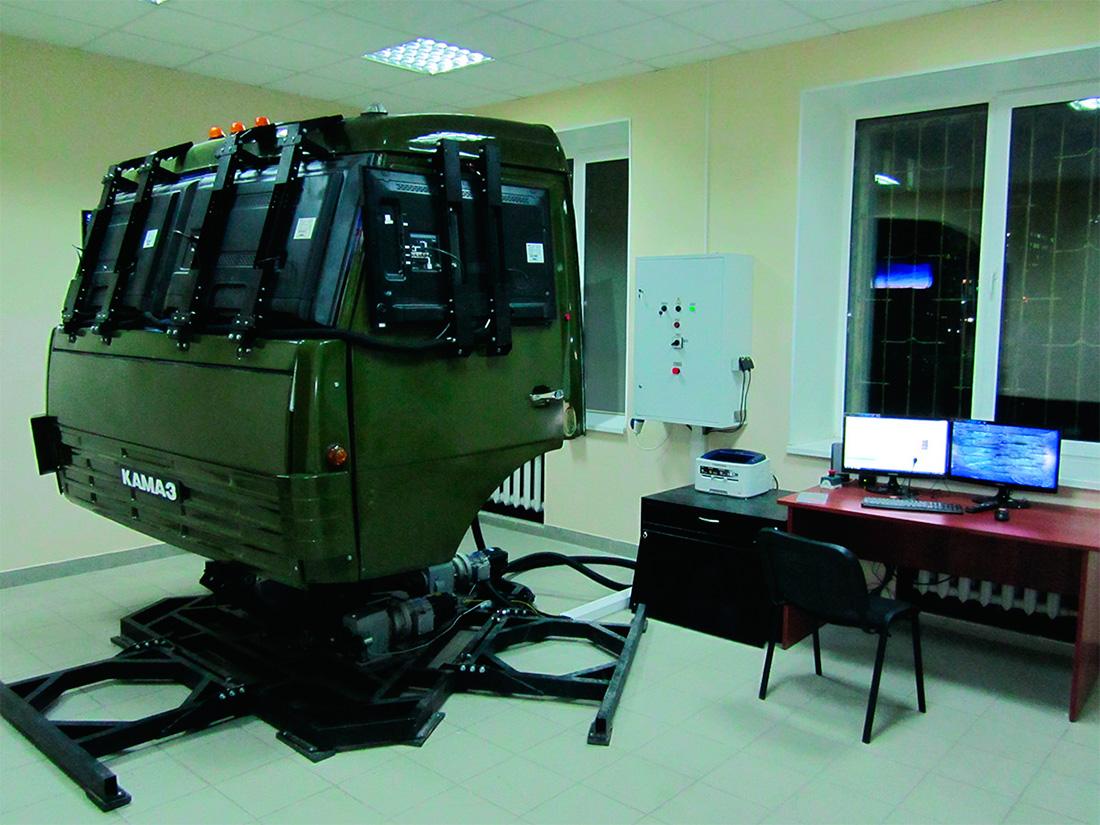 Тренажерный комплекс вождения автомобиля КАМАЗ-5350.