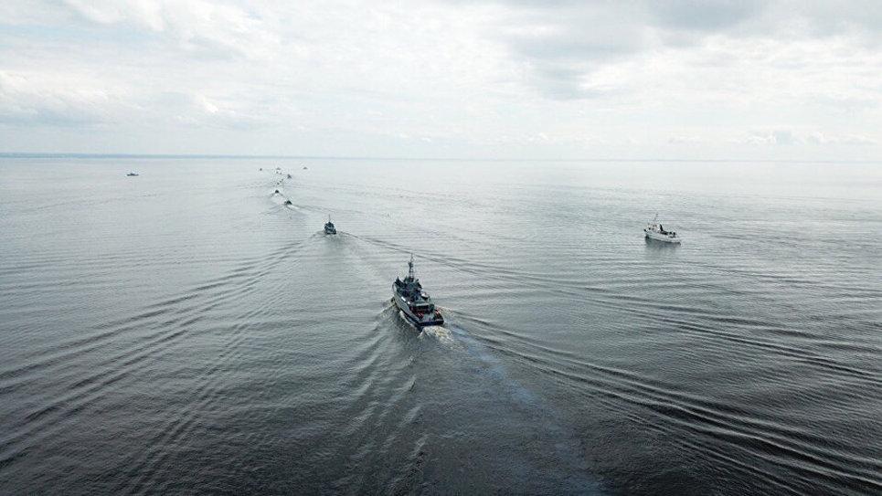 Тренировка кораблей и катеров ВМФ в Финском заливе к Главному Военно-Морскому Параду.