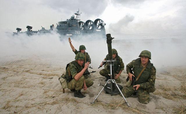 Тренировка по высадке морского и воздушного десанта в Калининградской области