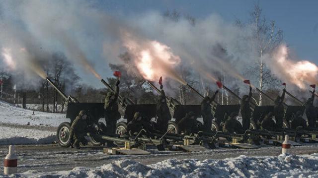 Тренировка военнослужащих 449-го отдельного салютного дивизиона ЗВО