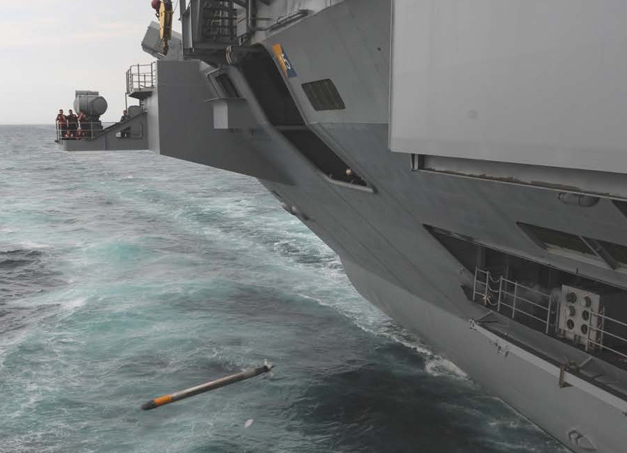 Пуск антиторпеды «Трипвайр» с борта авианосца «Джордж Буш».