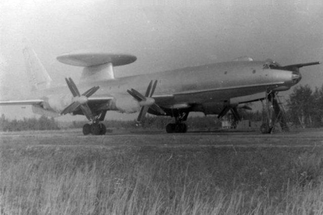 Ту-126 на авиабазе Зокняй, Литовская ССР