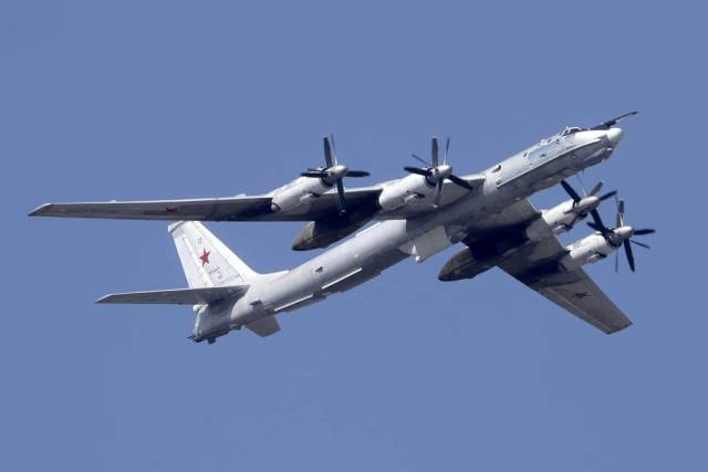 Ту-142М